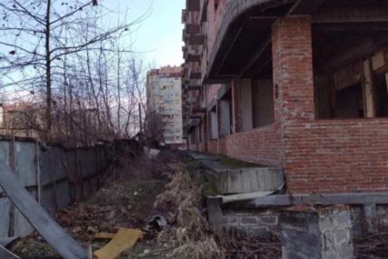 KOBAN PAD SA 10 METARA Jovan (18) je pao sa jednog od bakona ili prozora nezavršene zgrade