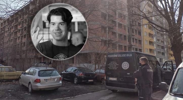 """""""CVIJET ZA JOVANA"""" Ispred napuštene zgrade gdje je pronađeno tijelo Nišlije danas odaju počast mladiću"""