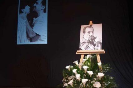 Bijele kale i tužan prizor: Komemoracija povodom smrti Ivana Bekjareva