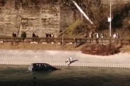 NESVAKIDAŠNJA NESREĆA Automobil bez vozača sletio u Neretvu (VIDEO)