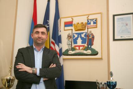 """""""Nadležni da pronađu i kazne napadača"""" Gradonačelnik Bijeljine osudio napad na šefa gradskog Odsjeka za javne nabavke"""