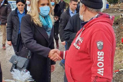 """""""Pomoć ugroženim porodicama neće izostati"""" Cvijanovićeva posjetila i Majske Poljane kod Gline (FOTO)"""