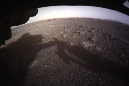 PRVE SLIKE U BOJI Spektakularne fotografije slijetanja rovera na Crvenu planetu
