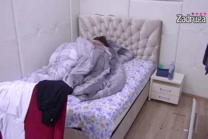 Nova ljubav Miljane Kulić: Završili u krevetu, poljupci odzvanjali, a onda se ona ZABRINULA (FOTO)