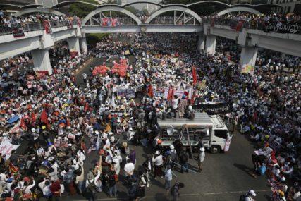 PRISUTNO STOTINE HILJADA LJUDI Masovne demonstracije protiv vojne uprave u Mjanmaru