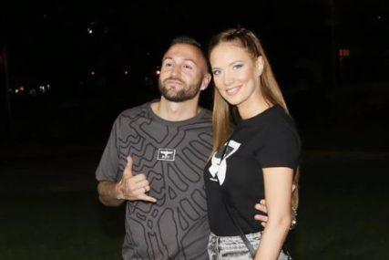 Fotografije je odale: Žena Nenada Aleksića Ša nakon njegove afere sa Tarom  SKINULA BURMU
