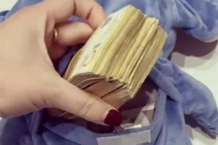 """""""Bogatiji smo za 7-8 hiljada"""" Poslije diskvalifikacije PRONAŠLI NOVAC iz """"Zadruge"""" u plišanoj igrački (VIDEO)"""