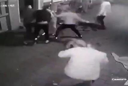Šutirani i gaženi dok su ležali na zemlji: Poznato stanje mladića koji su brutalno pretučeni (UZNEMIRUJUĆI VIDEO)