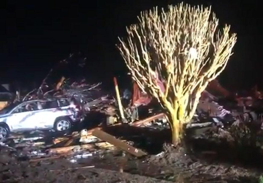 Razorni tornado u Sjevernoj Karolini: Spasioci na terenu, ima žrtava, šteta ogromna (VIDEO)