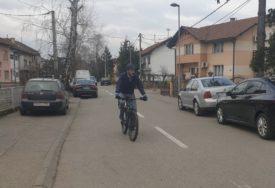 I OVO SE DEŠAVA Ministar na biciklu na sastanak sa poljoprivrednicima (FOTO)