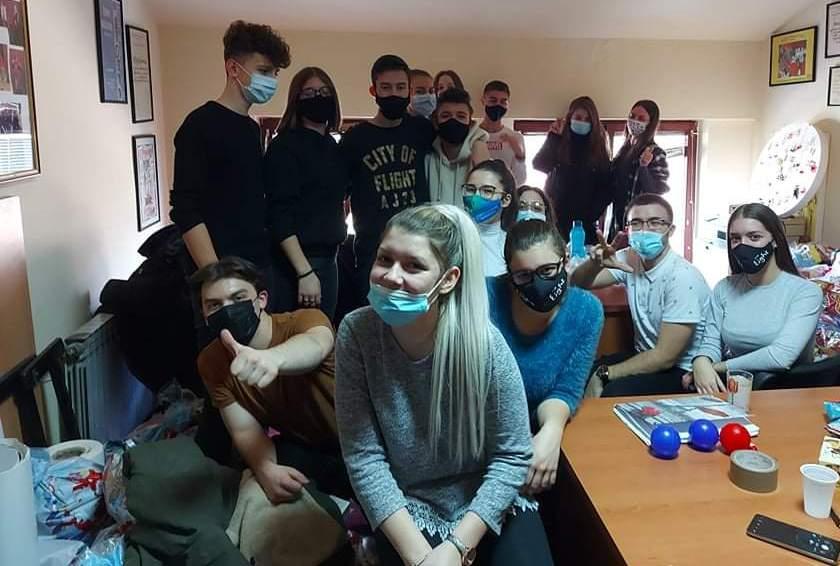 """Vrijedni članovi srbačkog """"Mileniuma"""" pomažu sugrađanima"""