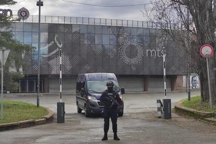 Oružane snage pretresaju stadione: Poslije hapšenja Velje Nevolje i Miljkovića policija upala u prostorije Partizana i Crvene Zvezde (FOTO)