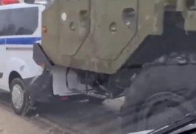 SUDAR NA LEDU Kamion ruskog sistema S-400 dio lančane saobraćane nesreće (VIDEO)