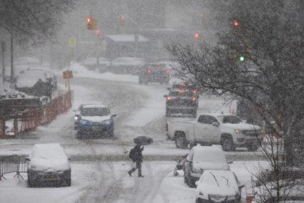 Pomoć stiže sa svih strana: Već sedam dana stanovnici Teksasa bez struje, vode i hrane usljed ledene oluje