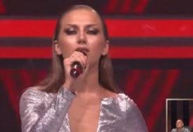 """Ponovo pjeva na ulici: Zorja iz """"Zvezda Granda"""" oduševljava prolaznike (VIDEO)"""