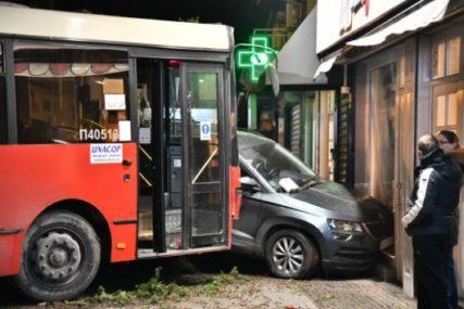 """""""DJEVOJKA JE ULETJELA I POČELA DA PLAČE"""" Autobus proklizao i pokosio 8 automobila u Beogradu"""