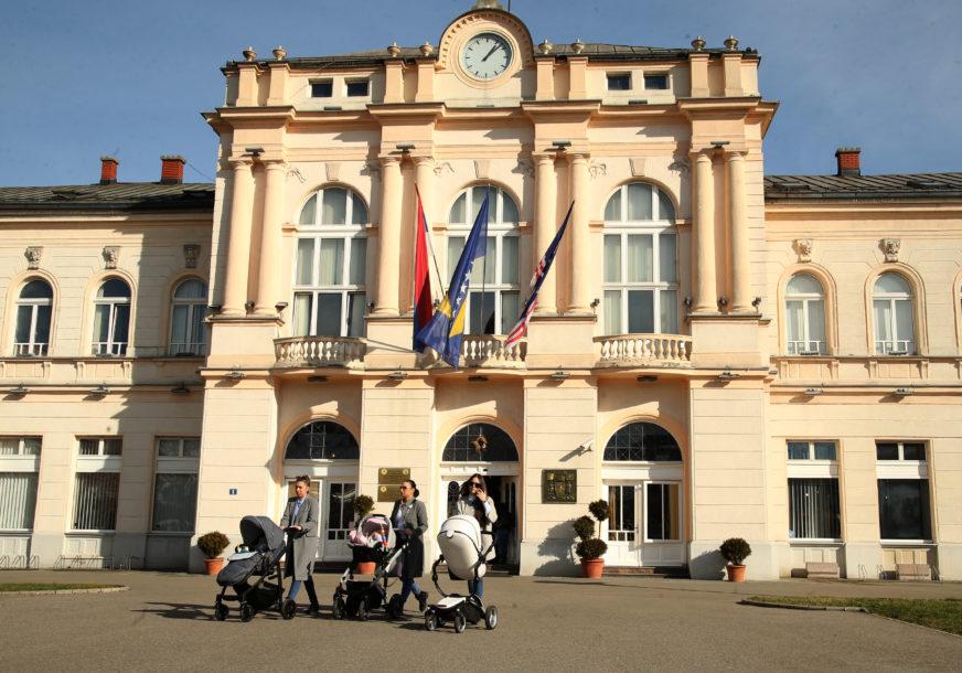 Pokloni za policiju, vatrogasce i medicinare u Bijeljini: Vaskršnji darovi episkopa Fotija dežurnim službama u gradu