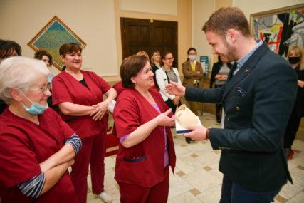 Nagrada od gradonačelnika: Higijeničarke u Gradskoj upravi Banjaluka ovaj mjesec DOBIJAJU BONUS NA PLATU