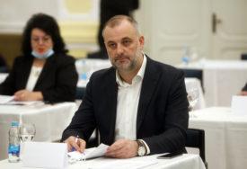"""""""Obezbijediti udžbenike za treći i četvrti razred"""" Milanović smatra da Ministarstvo može pomoći lokalnim zajednicama"""