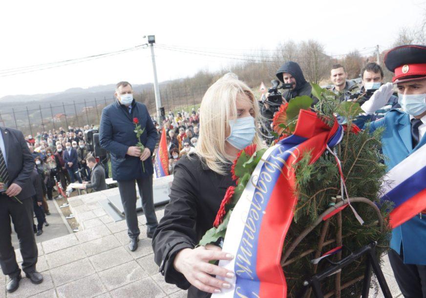 """""""NE ZABORAVITI SRPSKE ŽRTVE"""" Cvijanovićeva poručila da je obaveza naroda održavanje pomena na ubijene u Drakuliću"""
