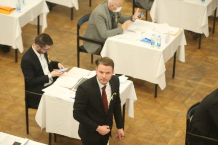 Žestoka rasprava Stanivukovića i Banjca: Od ušteda na vjenčanjima do smrdljivog plastelina u vrtićima