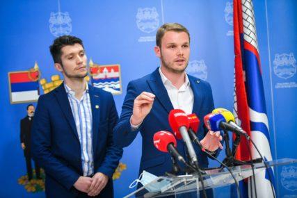 """""""SNSD kao OBRNUTI ROBIN HUD, pomaže bogatima""""  Stanivuković kritikovao  odluku o poreskoj stopi na nepokretnost u Banjaluci"""