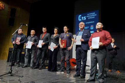VELIČANJE UMJETNIKA U Prijedoru dodijeljena najviša zvanja za osam estradnih radnika