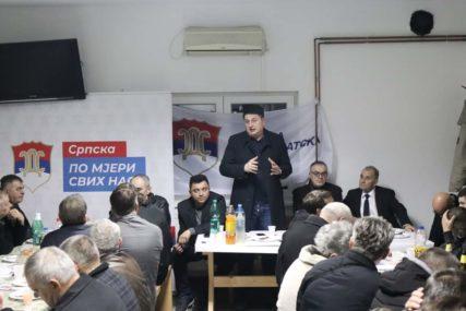 """""""STVORITI AMBIJENT ZA ULAGANJA"""" Radović poručio da se Dodik boji fer i poštenih izbora u Doboju"""