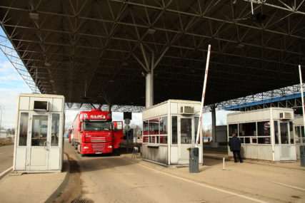 Pojačan intenzitet saobraćaja na prelazima Rača, Šepak i Karakaj