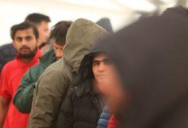 DOK SU PRELAZILI GRANICU Jedna grupa migranta opljačkala drugu