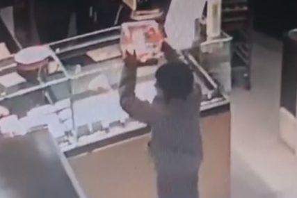 BEZ IMALO SRAMA Maloljetnici ukrali kutiju sa dobrovoljnim donacijama (VIDEO)