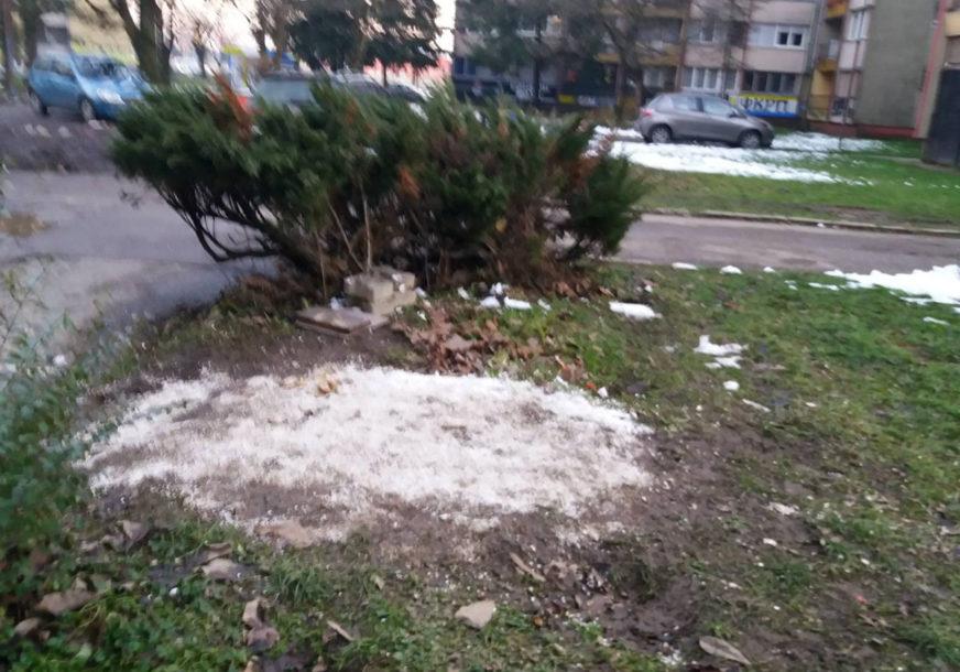 NEMA NI ČUPKA U naselju Pećani u Prijedoru uklonjena kućica za psa (FOTO)
