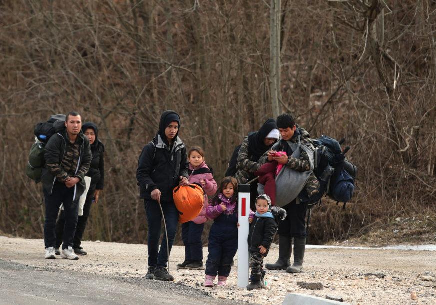 Policajce isprskali sprejem: Migranti na silu pokušali da pređu mađarsko-srpsku granicu