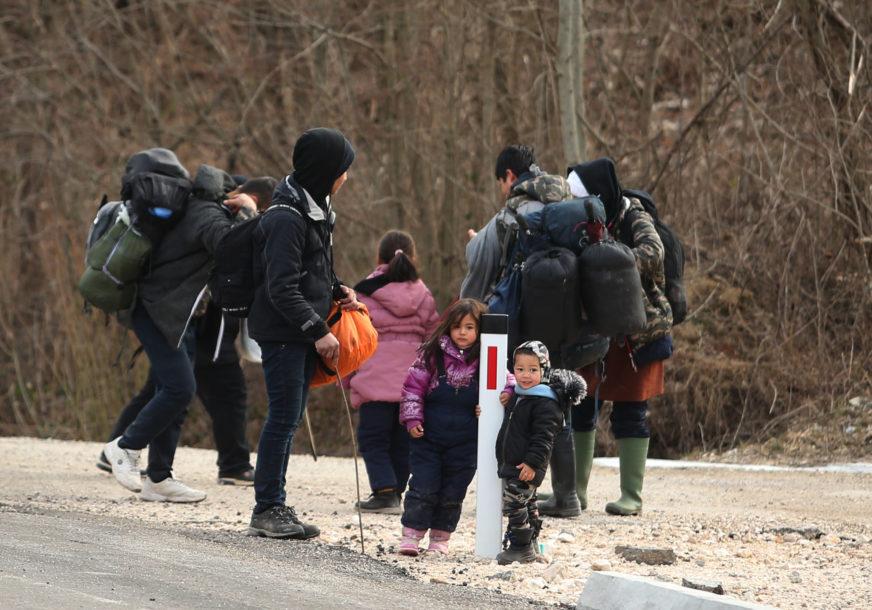 GUŠILI SE U KAMIONU Slovenačka granična policija pronašla 13 migranata iz Iraka