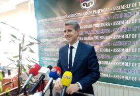 Duratović tvrdi da Prijedorčani ne znaju ćirilicu: Predsjednik Skupštine grada o lokalnim novinama
