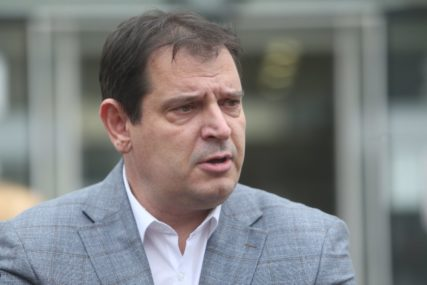 TRAŽI 3.500 KM ODŠTETE Ćućun predao tužbu protiv Stanivukovića (FOTO)