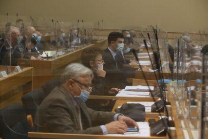 NASTAVLJENA SJEDNICA Poslanici Narodne skupštine razmatraju prijedlog o zaduženju Srpske