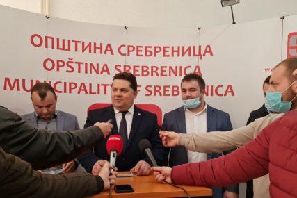 """""""Da nijedan glas ne bude rasut"""" Stevandić na izborima u Srebrenici podržao Grujičića"""