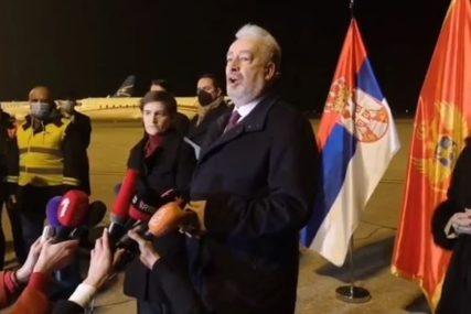 Na aerodrom u Podgorici sletio avion sa VAKCINAMA, dopremljene avionom države Srbije