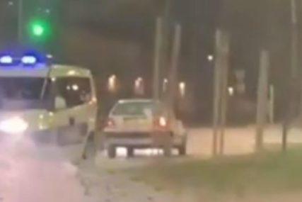 Filmska potjera na putu: Muškarac vozio u kontra smjeru, policija ga jurila U RIKVERC (VIDEO)