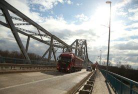 Skočio sa željezničkog mosta u nabujalu Savu: Granični policajaci iz BiH spriječili kolegu da se ubije
