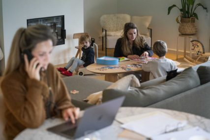 Pandemija uzdrmala savremenu porodicu: Roditelji u neizvjesnosti, u strahu zbog zdravlja i posla