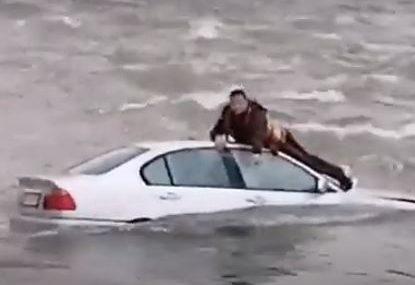 Detalji drame: Automobil sletio u rijeku, spasioci s mukom izvukli davljenika (VIDEO)
