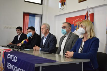 """ZBOG """"ŠUROVANJA"""" SA SNSD Predsjedništvo SDS isključilo Željka Babića iz stranke"""
