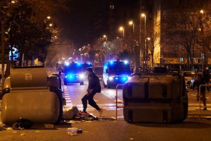 ŠESTA NOĆ SUKOBA Demonstranti u Španiji poručili: Naučili ste nas da je beskorisno da budemo mirni