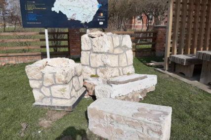 U Hrvatskoj zbog parkinga srušen spomenik srpskoj djeci koja su žrtve NDH