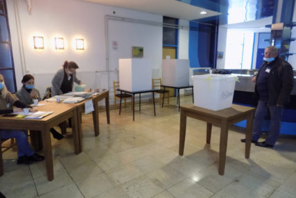 REZULTATI TAČNO U PONOĆ Glasanje u Doboju i Srebrenici nadgleda 130 supervizora