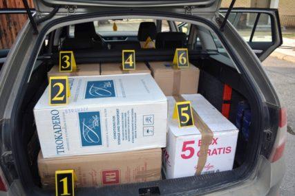SPRIJEČEN ŠVERC U automobilu pronađeno 6.088 paklica cigareta bez akciznih markica
