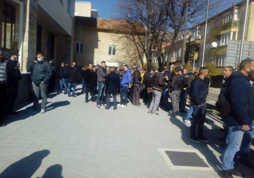 Novi protest građana zbog OTMICE I PREMLAĆIVANJA MLADIĆA: Poručuju da ne žele da se ponovi slučaj Davida Dragičevića