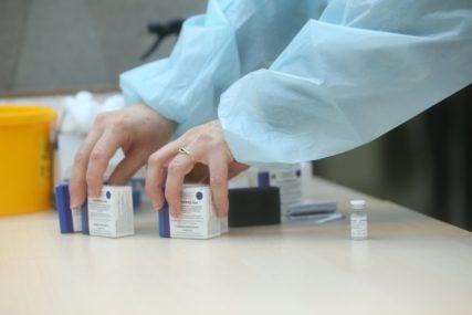 Očekuju još 30.000 vakcina: Na podgorički aerodrom stiglo 5.000 doza